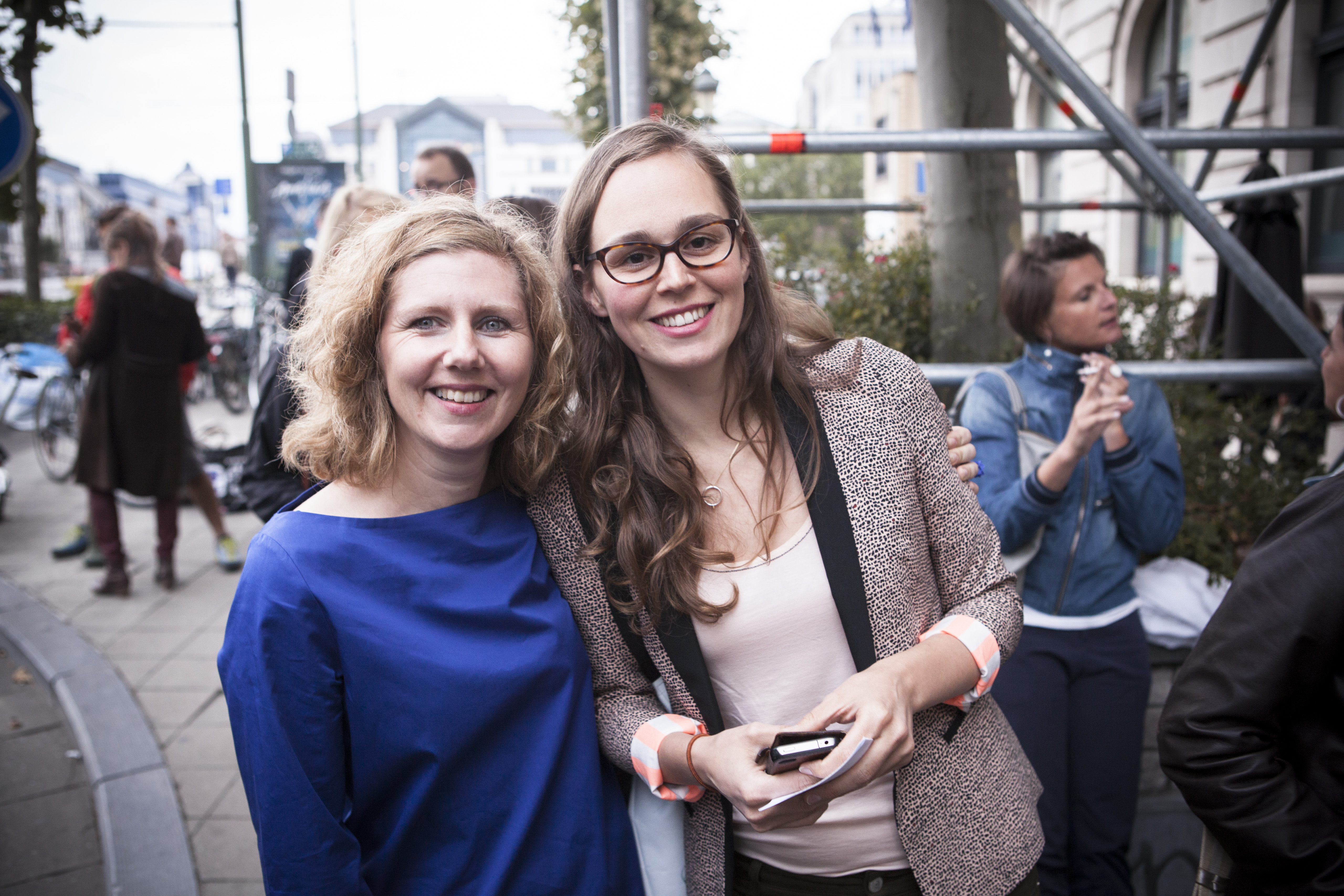 Kathleen Treier (rechts) met Els De Bodt, de vorige directeur van het TheaterFestival